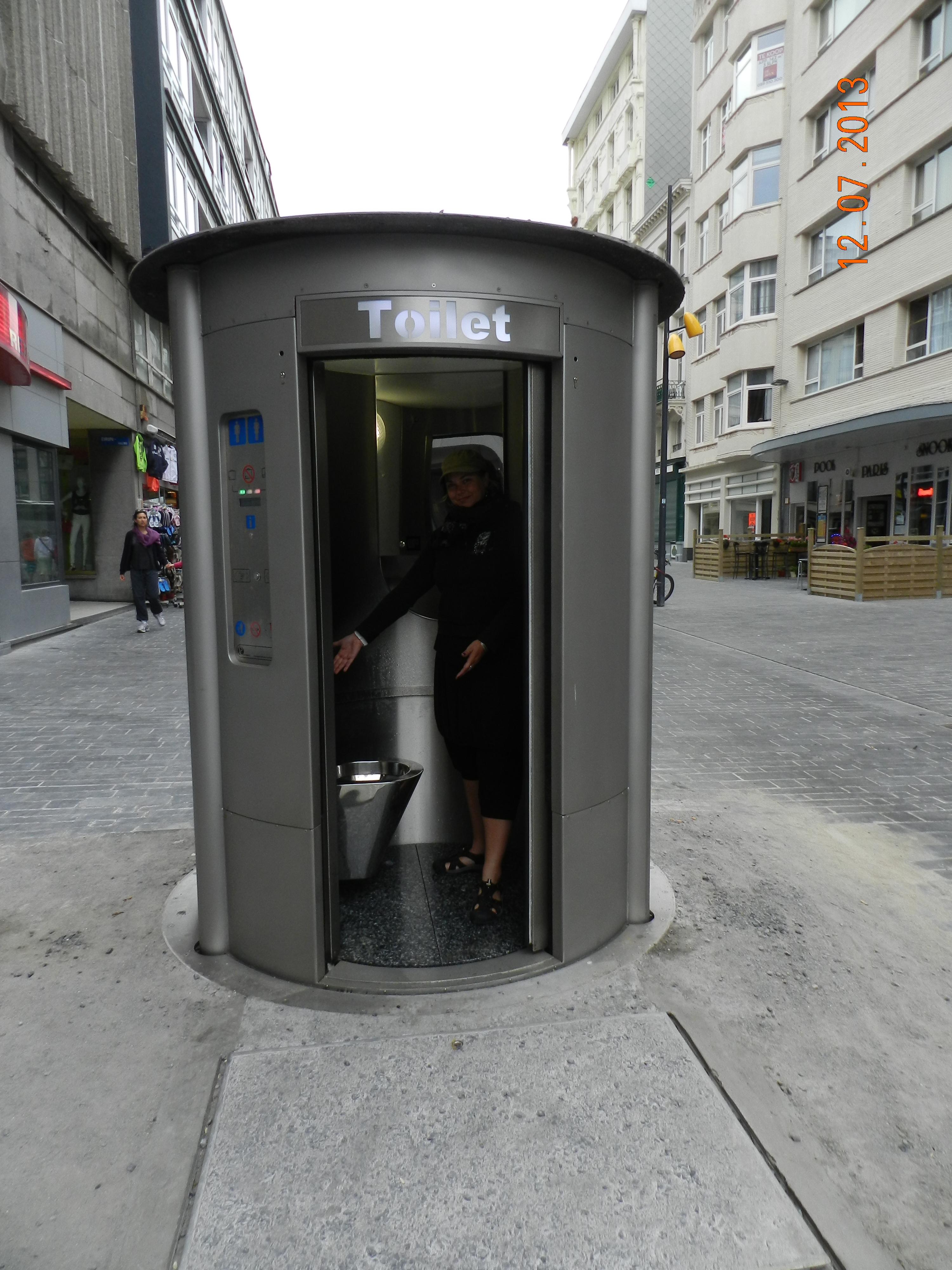 De zogenaamde Urilady te Oostende is een gewoon zelfreinigend toilet.